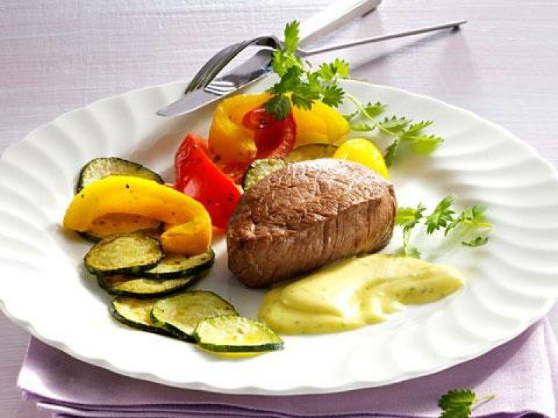 Filetsteaks mit Pimpinelle-Mayonnaise